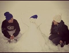 D�a excelente en la nieve con el gordo feo <3 moniito de nieve jiji :s  Te Quiero muuuucho muuuuucho mi amor <3 ! A solo dos dias de cumplir un hermoso mes <3 :) jiji <3 :)
